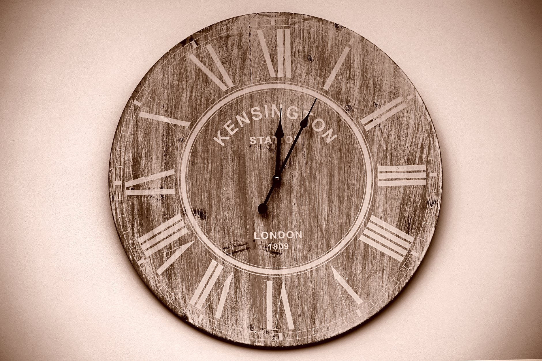 Rustic Wall Clock: Use It To Reinvent Your House