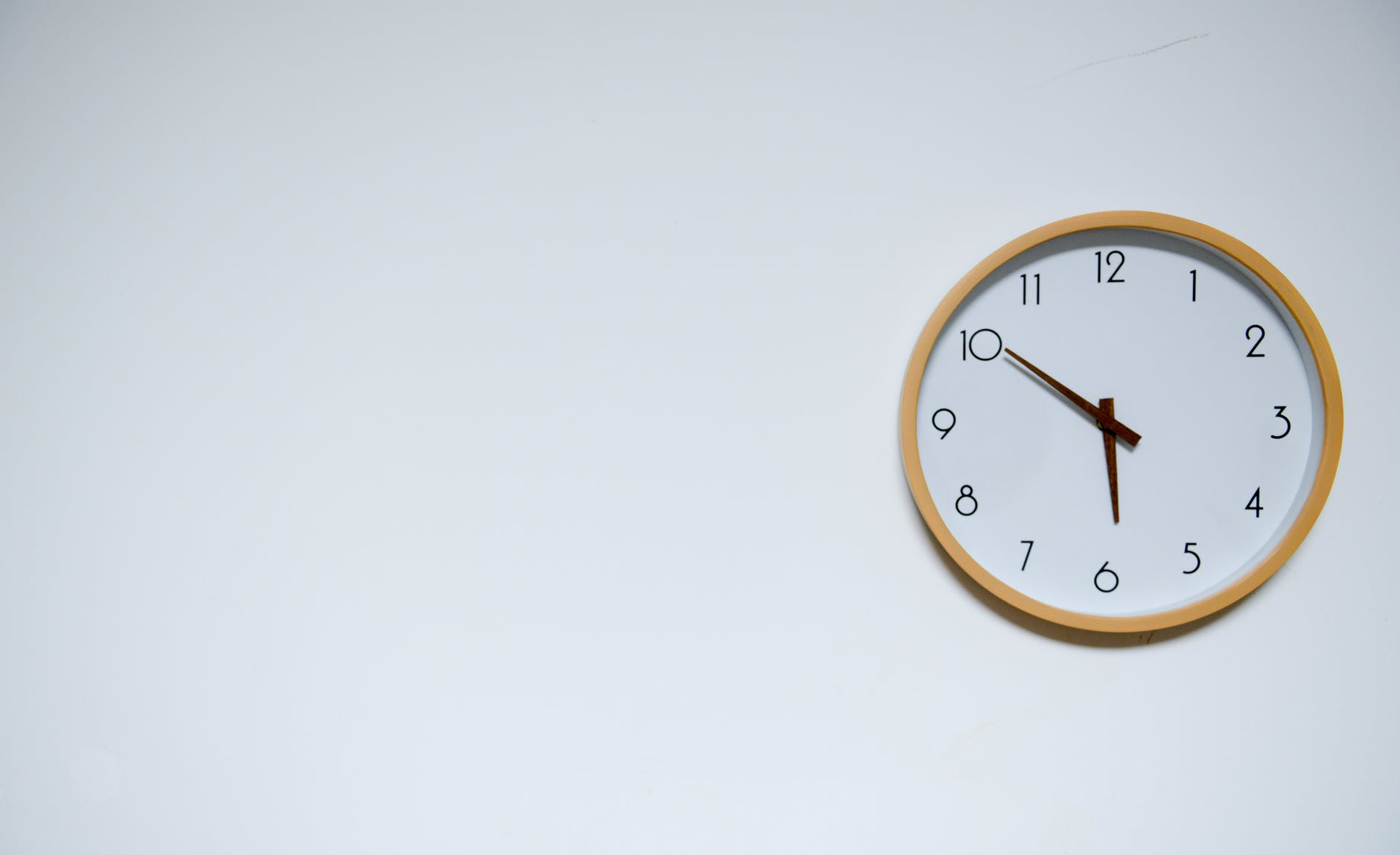 Simple Wall Clock: The Time Tracking Device
