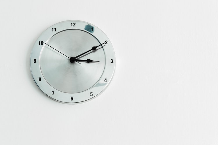 Modern And Silver Wall Clock: The Best Gift