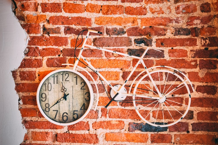 Ideas To Use Wall Clock As Home Decor